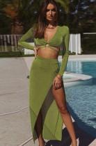 Set di top corto con scollo a V sexy verde autunnale e gonna lunga con spacco