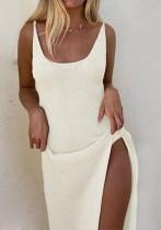 夏の白いニットスリットロングベストドレス