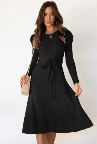 Robe patineuse longue élégante en tricot noir d'automne avec ceinture