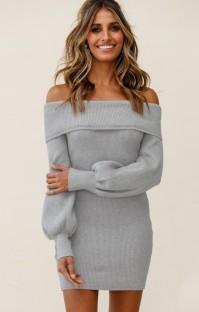 Otoño elegante vestido de punto gris con hombros descubiertos y manga abullonada