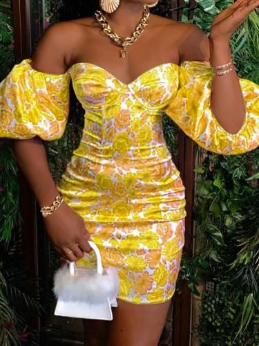 Mini-robe imprimée jaune d'été à épaules dénudées et manches bouffantes