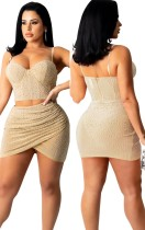 Conjunto de saia rúcida e blusa sem mangas caqui com miçangas caqui e saia rúcida de verão