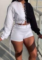 Conjunto de pantalones cortos y top de manga larga con cordones en blanco y negro de otoño