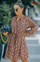 Herbstliches Minikleid mit Knöpfen und langen Ärmeln