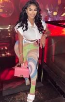 Blusa corta blanca de verano y conjunto de leggings de cintura alta con arcoíris
