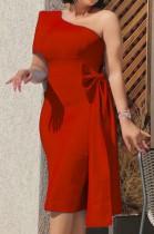 Vestido de cóctel a media pierna de un hombro rojo formal de otoño