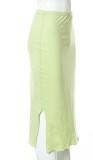 Sommergrüner Bleistiftrock mit hoher Taille und seitlichem Schlitz