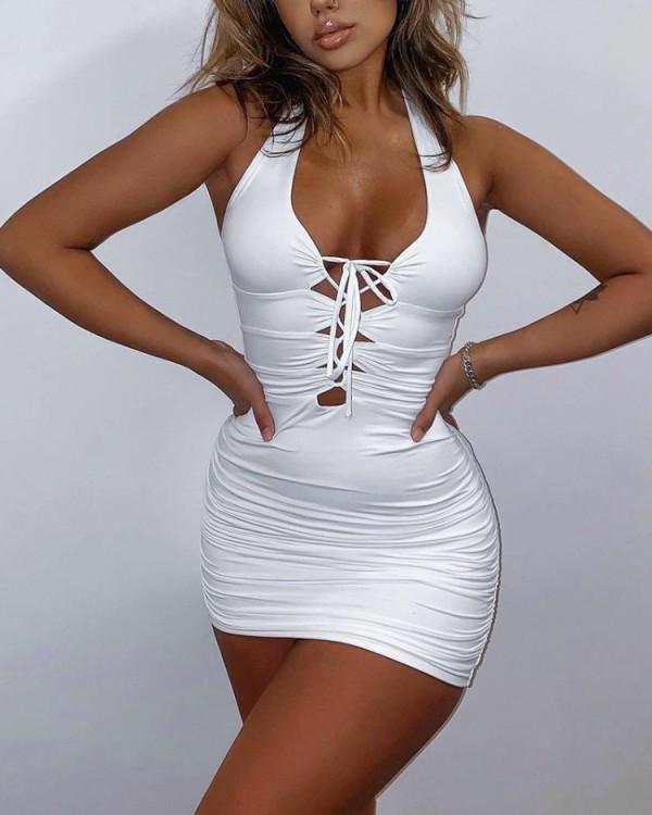 Sommer-weißes, gerüschtes Neckholder-Minikleid mit Schnürung
