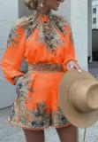 Herbst-Orange-Set aus Langarm-Oberteil und Shorts mit Paisley-Print zum Binden vorne