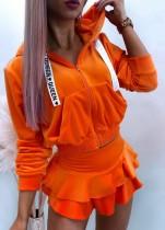 Sudaderas con capucha de color naranja otoñal con top de manga larga con cuerda de letras blancas y conjunto de falda con volantes