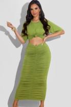 Conjunto de vestido largo con volantes y top corto de manga corta verde informal de verano