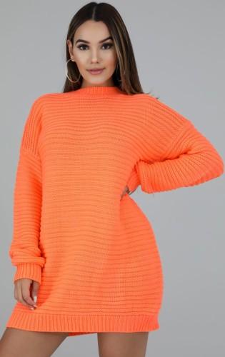 冬のオレンジ色のラウンドネック長袖長袖セーター