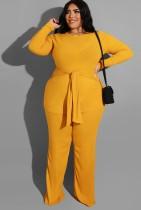Conjunto de pantalón y top largo con cinturón de manga larga amarillo de talla grande de otoño