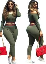 Set di pantaloni slim e top corto a maniche lunghe con spalle scoperte verde autunnale
