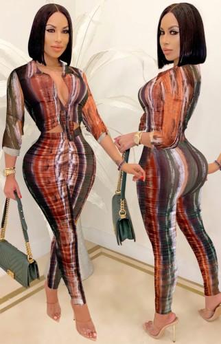 Set aus sexy taillierter Bluse und Hose mit Herbst-Print