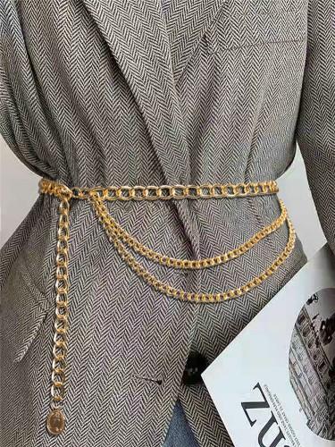 Formaler Gürtel mit goldenen Ketten