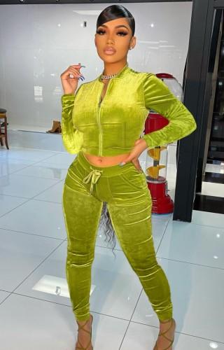 Otoño de moda verde crop top y pantalones de chándal de terciopelo