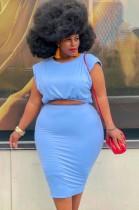 Conjunto de falda midi y top corto azul de talla grande de verano
