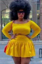 Conjunto de falda plisada y top corto amarillo de talla grande de otoño