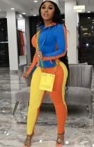 Sudadera con capucha de color en contraste de moda de otoño y pantalones de chándal