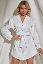 Vestido de blusa de manga larga con apliques de encaje floral blanco de otoño con cinturón