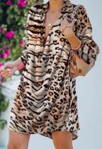 Abito casual a maniche lunghe con collo risvoltato con stampa leopardata autunnale