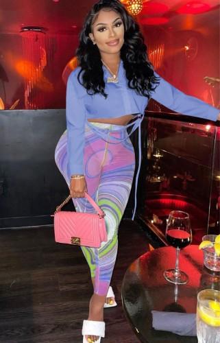 Set camicia corta viola autunnale e pantaloni slim multicolori a vita alta