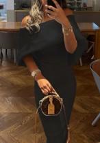 Vestido largo ajustado con capa negra y hombros descubiertos elegante de verano