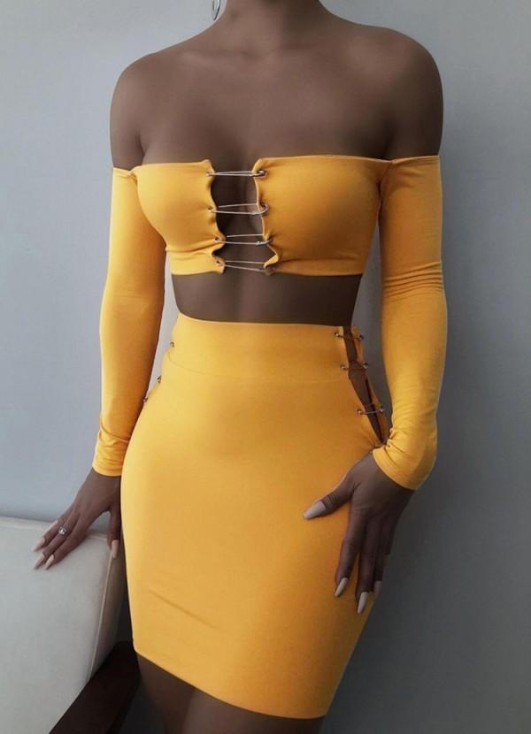 Conjunto de vestido y top corto de manga larga con diseño de pin amarillo sexy de otoño