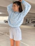 Suéter de cuello redondo de manga larga con estampado azul de otoño