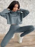 Conjunto de legging y top con capucha de manga larga con estampado de otoño gris
