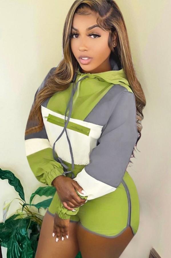Conjunto de sudaderas con capucha y pantalones cortos de manga larga con contraste verde casual de otoño