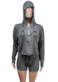 Top corto de suéter gris de invierno y conjunto corto de cintura alta