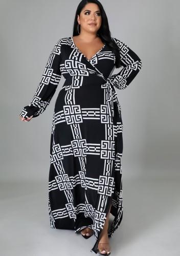 Maxi-jurk met overslag in grote maten en print in de herfst met riem