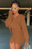 Conjunto de top corto de suéter marrón de invierno y pantalón corto de cintura alta