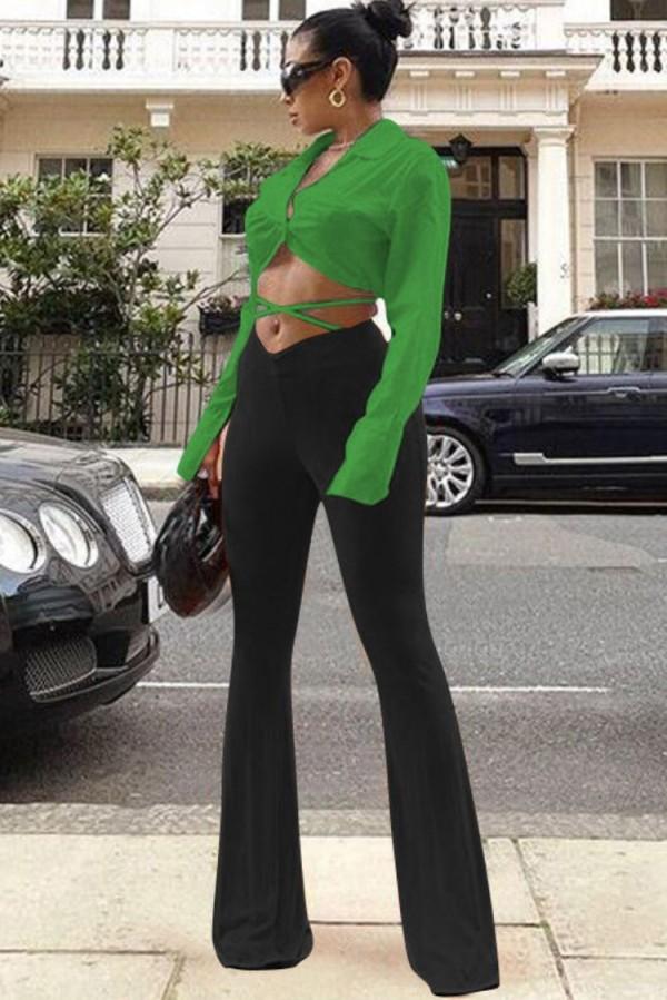 Conjunto formal de blusa corta lisa lisa y pantalones en contraste de otoño
