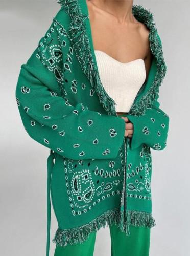 Groene Boho-jas met franje en riem met winterprint