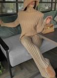 Traje de pantalón y top de punto caqui elegante de invierno