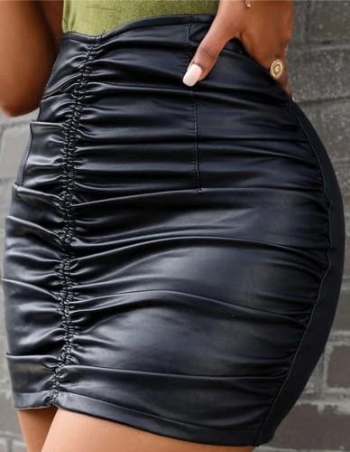 Minifalda fruncida de cuero negro de otoño