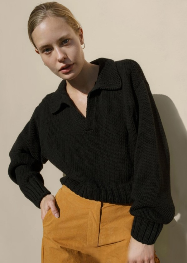 Top de suéter con cuello en V y cuello vuelto de invierno negro