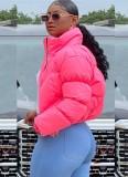 Abrigo de plumón corto con cuello alto y cremallera rosa de invierno