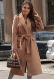 Abrigo largo de lana con cuello de cobertura marrón elegante de invierno con cinturón