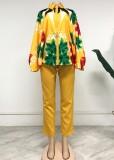 Conjunto de blusa y pantalón con estampado de mujeres maduras de otoño
