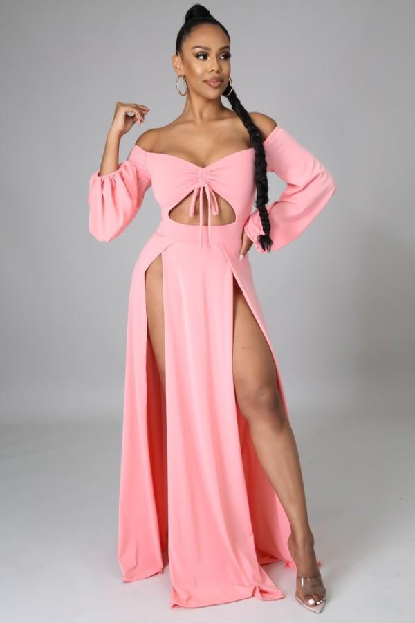 Vestido largo con abertura en el hombro y hombros descubiertos rosa otoño
