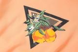 Conjunto de sudadera y pantalón corto naranja con cuello redondo y estampado otoñal