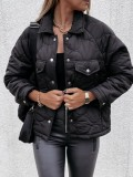 Chaqueta negra con botones y cuello vuelto de invierno con bolsillos