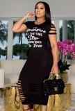 Vestido de camisa ajustada rasgada de manga corta negra con estampado de letras de verano