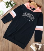 Vestito chemisier con cappuccio e stampa di lettere a contrasto di colore autunnale per bambina