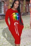 Vestido camisero rojo con cordones con estampado de labios de otoño