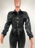 Winter zwart lederen jumpsuit met lange mouwen en knoopsluiting met riem